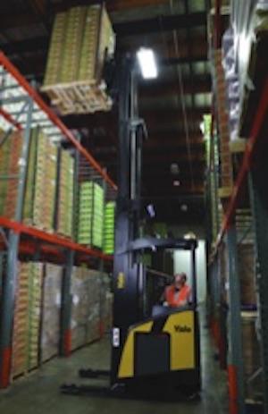 <p>耶鲁狭窄的通道到达<br />卡车提供操作员<br />舒适和能见度