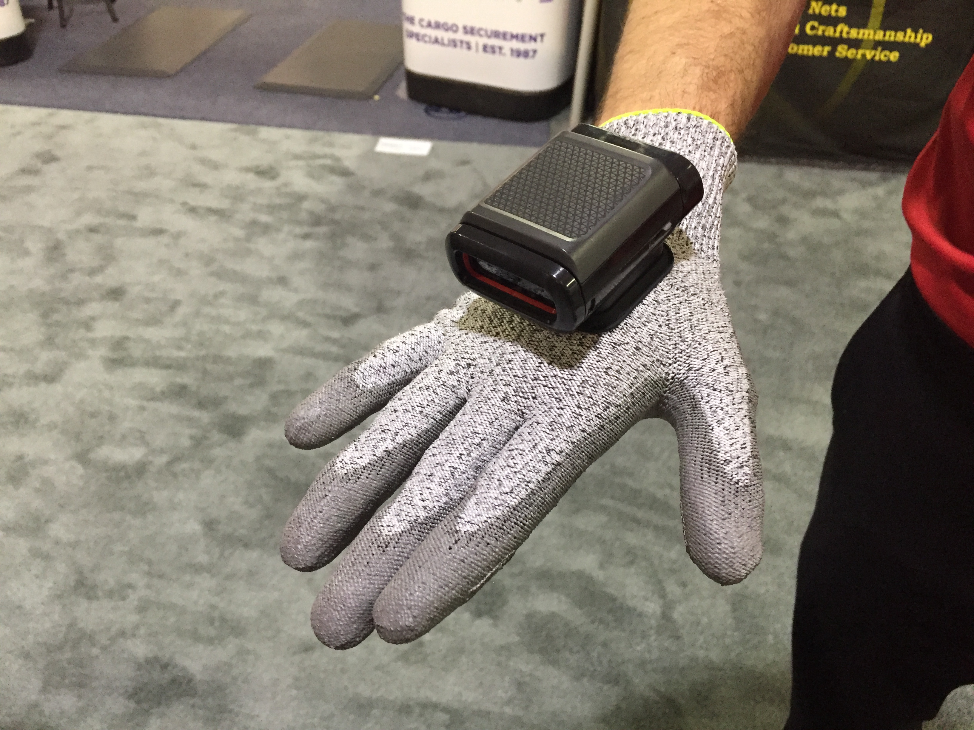<p>In the cut-resistant glove version, the 8680i is activated by conductive fibers embedded in the thumb and fingertip.</p>